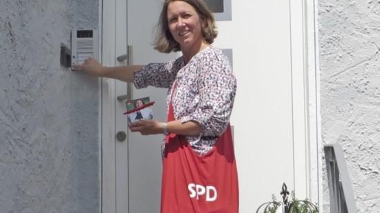 Maike Wahlkampf 2021 Tür zu Tür querformat